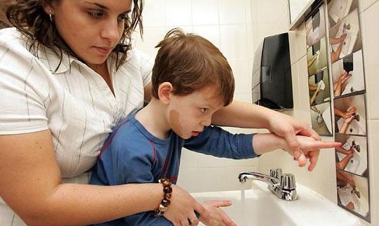 Выявить аутизм у ребенка