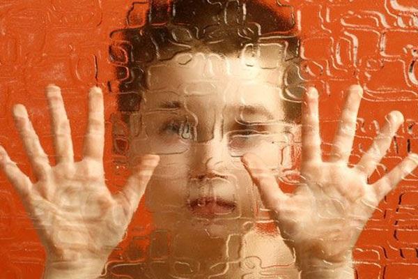 Причины раннего детского аутизма