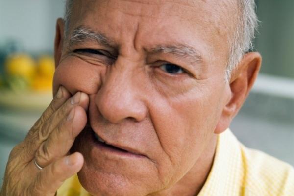 Болит голова и немеет лицо