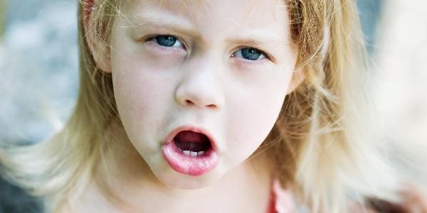 Вокальный тик у взрослых и детей