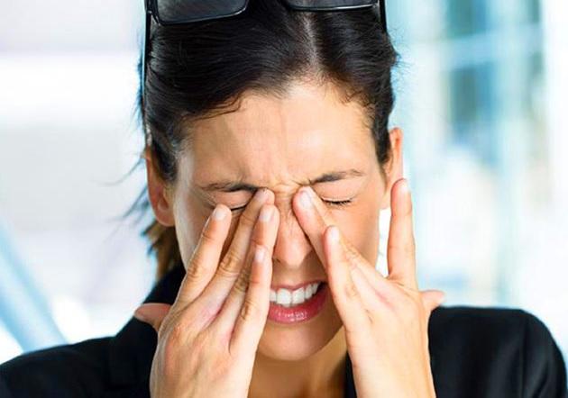Светобоязнь сопровождается симптомами