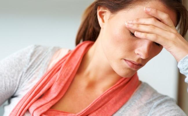 Головная боль над бровью