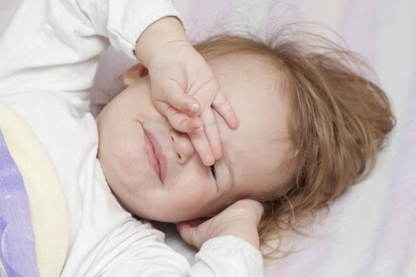 Бледное лицо у ребенка