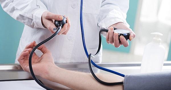 При сотрясении мозга артериальное давление повышается