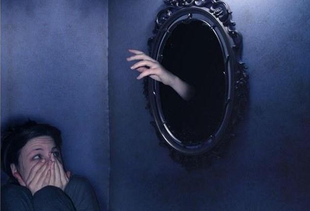 Навязчивая фобия своего отражения в зеркале